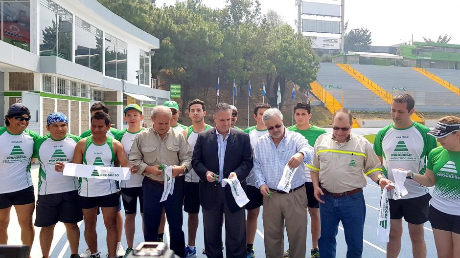 El Estadio Cementos Progreso inauguró una pista con tecnología Mondo de 2,300 m2, certificada por el IAAF. (Foto: VictorXiloj/Soy502)