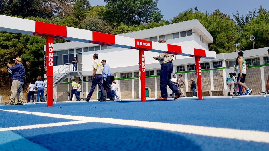 Adicional a la pista Mondo, se instalaron accesorios para las diferentes actividades olímpicas. (Foto:Victor Xiloj/Soy502)