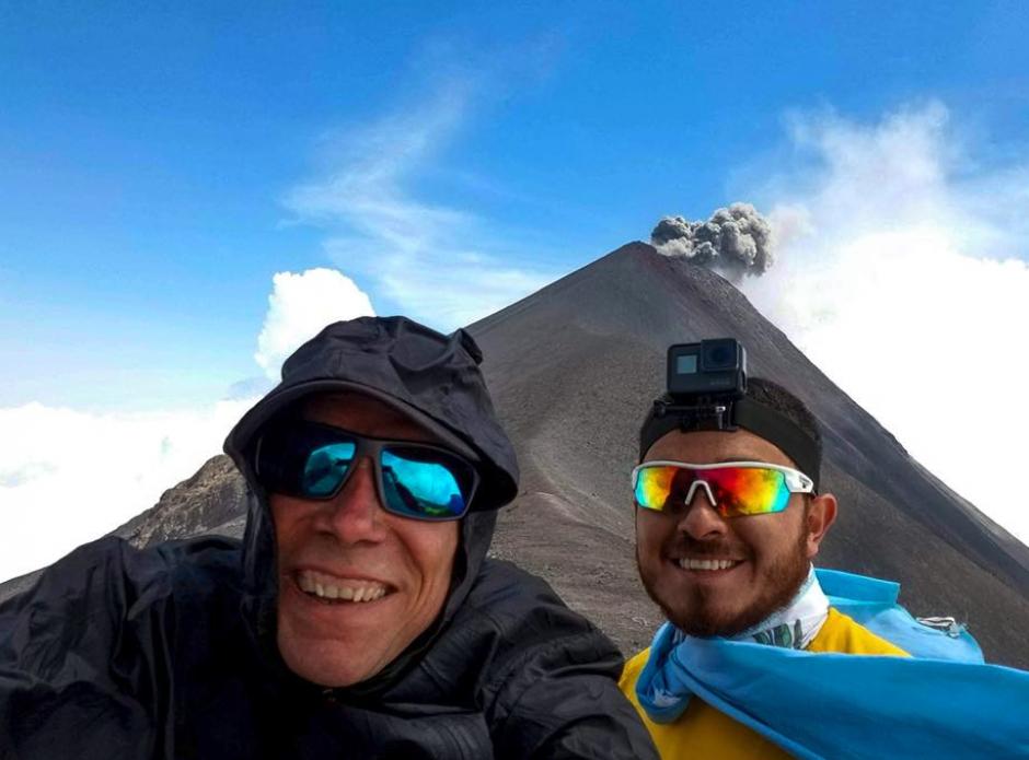 Joe Gagnon con el volcán Fuego de fondo. (Foto: Instagram)