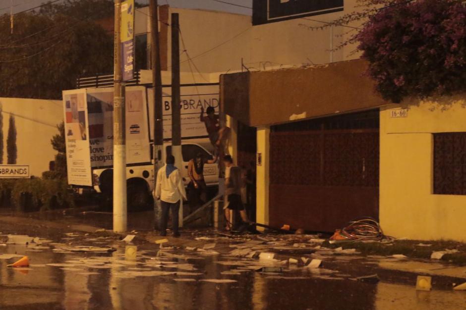 En el lugar ya se encuentran las autoridades correspondientes para retomar el control. (Foto: Alejandro Balán/Soy502)