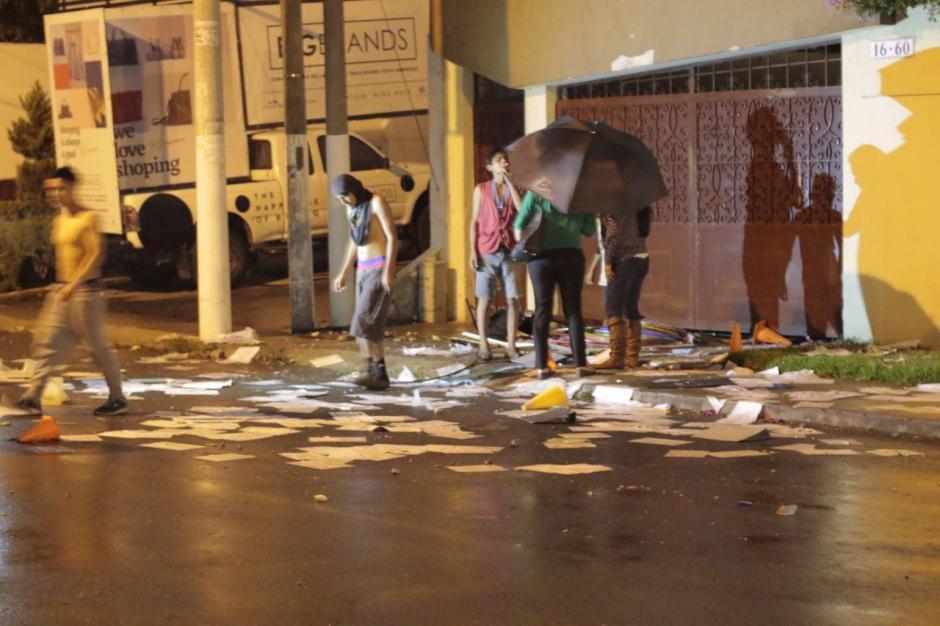 La lluvia hizo que algunos de los internos regresaran al Hogar. (Foto: Alejandro Balán/Soy502)
