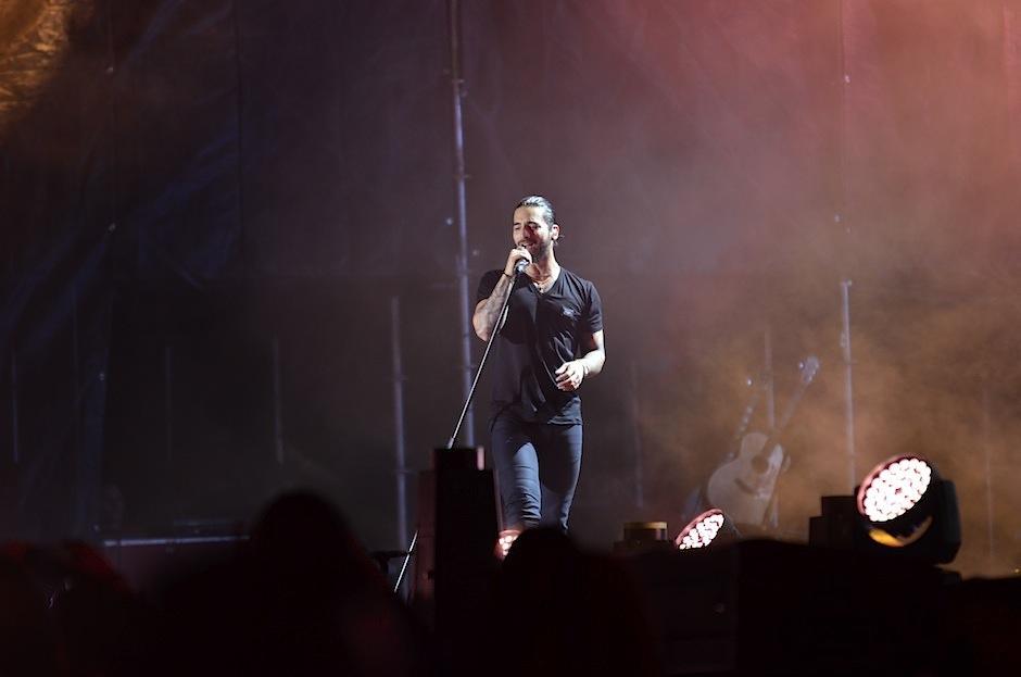 Maluma se enamora de abuelita que canta sus canciones en su concierto