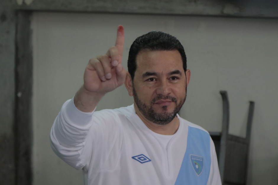 El presidente Jimmy Morales votó en Mixco. (Foto: Alejandro Balán/Soy502)