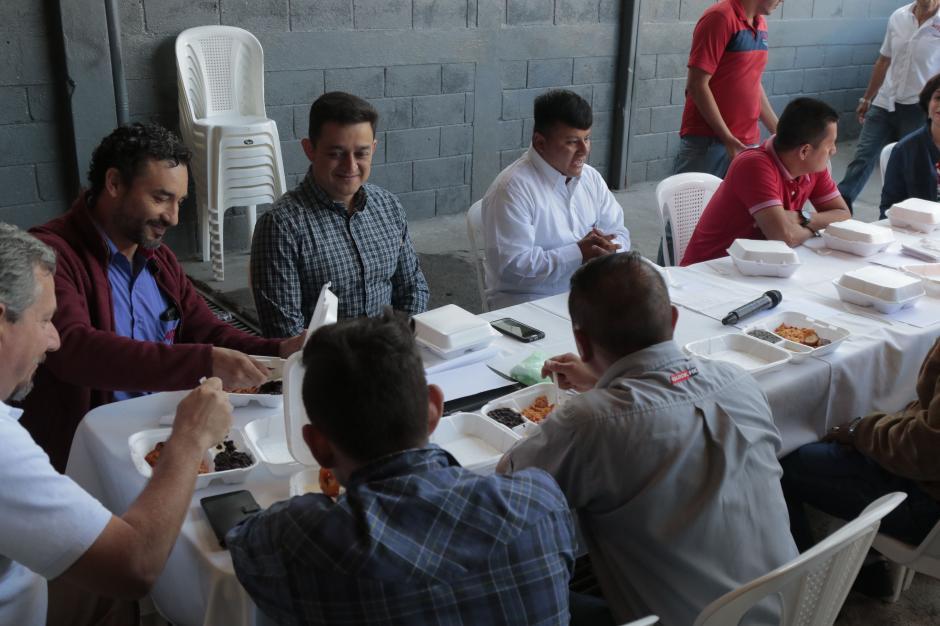 Pedro Manuel recibió un homenaje en un desayuno mensual del taller de la zona 5. (Foto: Alejandro Balán/Soy502)