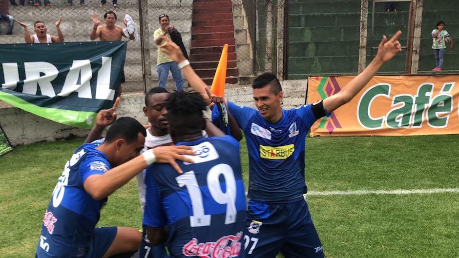 Los Venados festejaron la victoria en el estadio Pensativo. (Foto: Luis Barrios/Soy502)