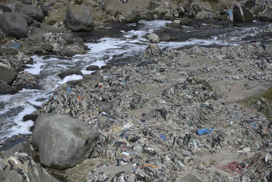 Los ríos arrastran la basura hacia los océanos, por lo que es importante no utilizar bolsas plásticas. (Foto: Archivo/Soy502)