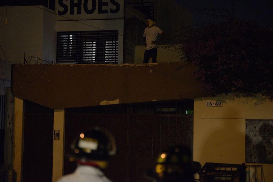 Uno de los internos se subió a la terraza del lugar. (Foto: Wilder López)
