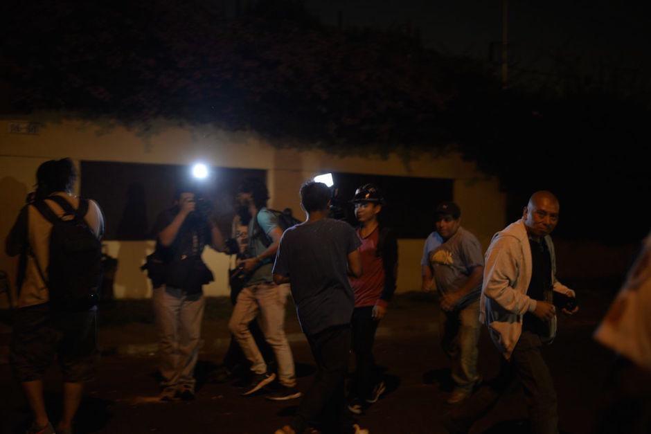 Los adolescentes lanzaron piedras a los periodistas. (Foto: Wilder López)
