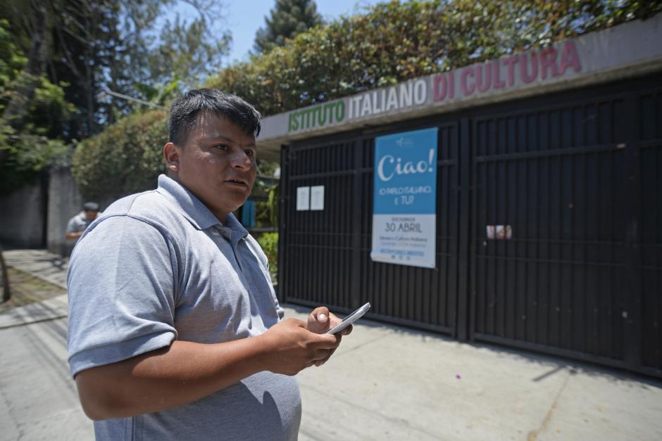 El originario de Chichicastenango llegó hasta la sede del Instituto Italiano de Cultura para recibir la sorpresa. (Foto: Wilder López/Soy502)