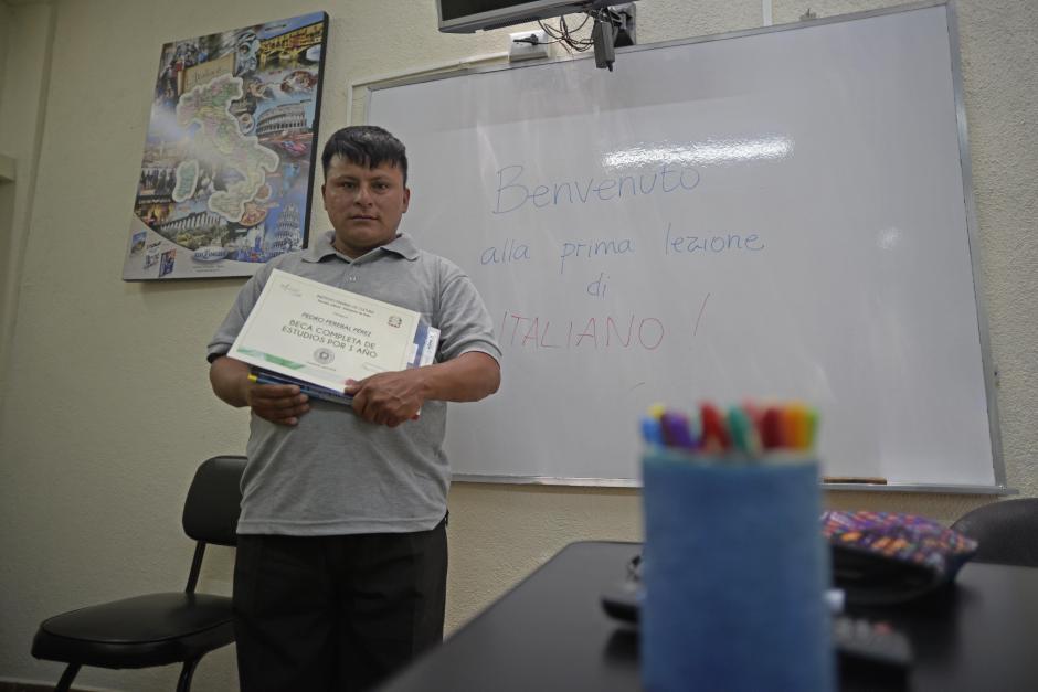Pedro empezará con sus estudios en el idioma italiano en los próximos días. (Foto: Wilder López/Soy502)