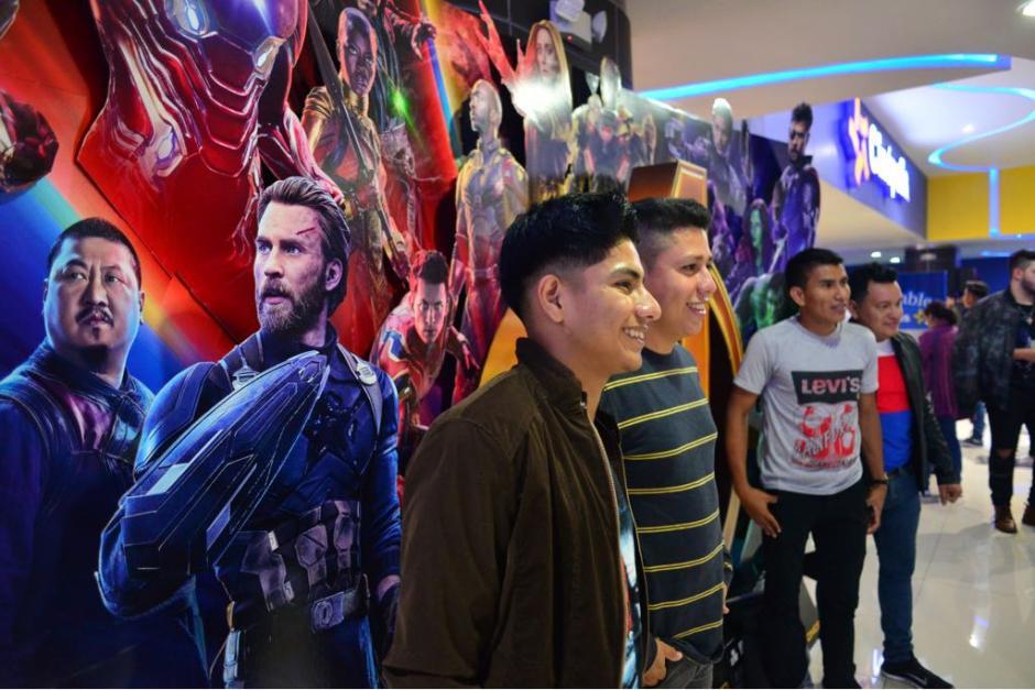 Los guatemaltecos esperaron la medianoche para observar la película. (Foto: Jesús Alfonso/Soy502)