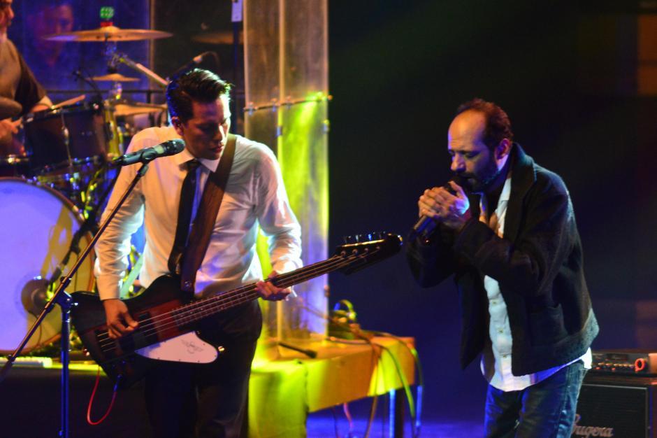 Giovanni Pinzón, vocalista de la banda, entregó todo en escena. (Foto: Jesús Alfonso/Soy502)