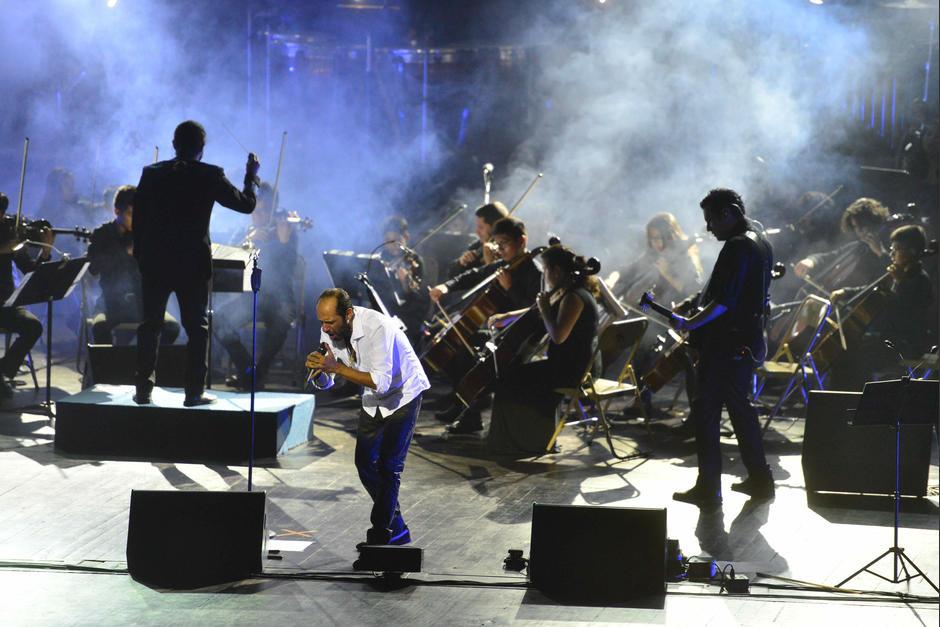 Bohemia Suburbana hizo vibrar el Teatro Nacional en su concierto sinfónico. (Foto: Jesús Alfonso/Soy502)