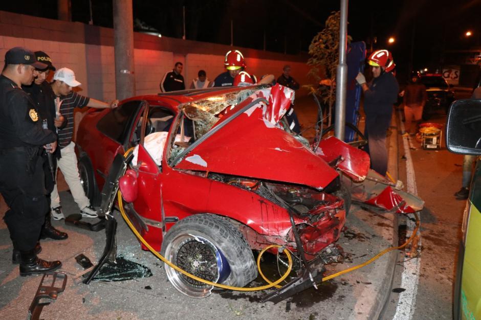 El conductor fue enviado al IGSS de accidentes. (Foto: Bomberos Municipales)