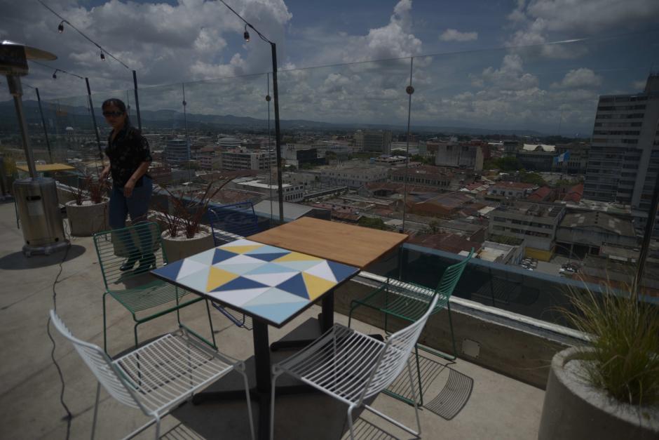 Las vistas del Centro Histórico desde las mesas son espectaculares. (Foto: Wilder López/Soy502)