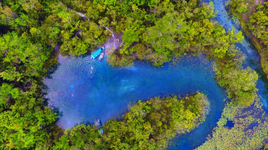 El Cráter Azul se ha convertido en uno de los destinos más preciados en Petén. (Foto: Inguat)