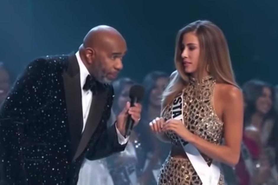 Con un look renovado Steve Harvey conduce de nuevo Miss Universo