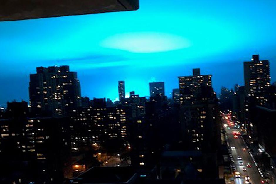La misteriosa luz azul que iluminó el cielo de Nueva York