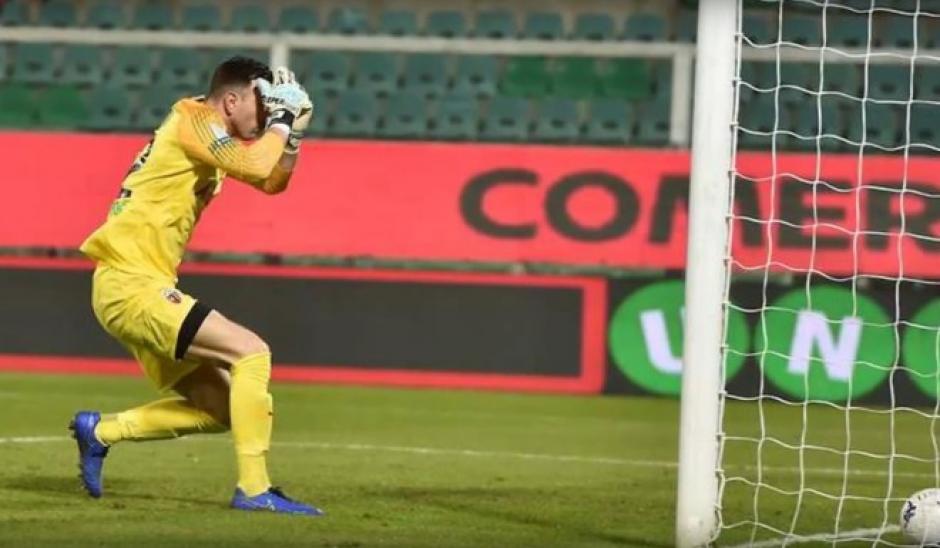 (VIDEO) Portero marca en propia portería el gol más retículo del año