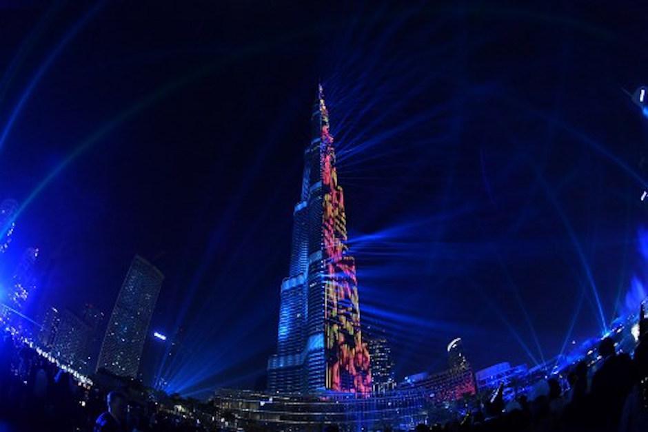 Dubai rompe r cord guinness con incre ble espect culo de for Espectaculo de dubai fashland