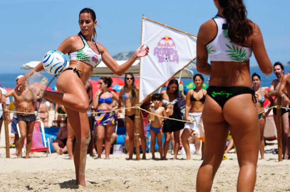 """En Brasil hay torneos y una liga de """"futvoley"""". (Foto: Instagram)"""