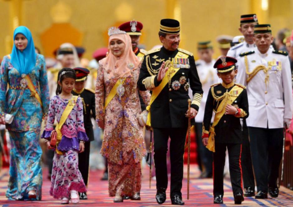 Muda Hassanal Bolkiah, Sultán de Brunéi Darussalam es uno de los hombres más ricos del mundo. (Foto: AFP)