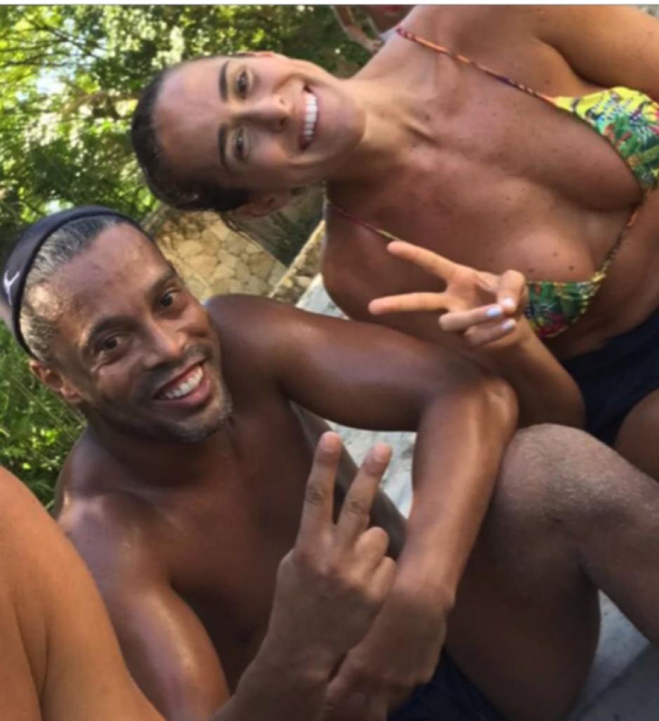 """Natalia es amiga de Ronaldinho con quien juega y entrena """"futvoley"""". (Foto: Instagram)"""