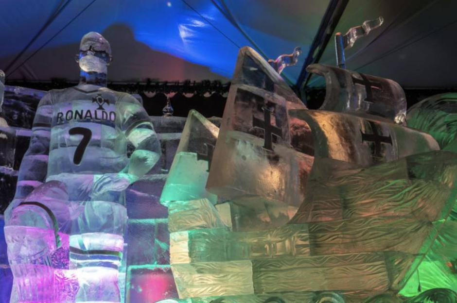La enorme estatua de hielo de Cristiano Ronaldo provoca críticas. (Foto: Instagram)