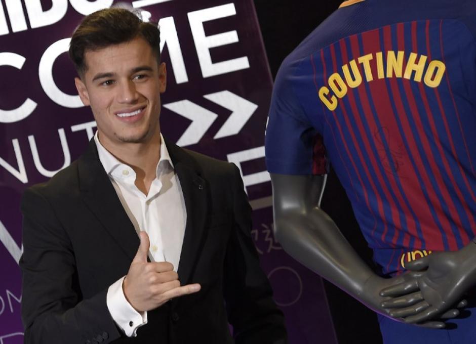 El brasileño lució contento por el traspaso de Inglaterra a España. (Foto: AFP)