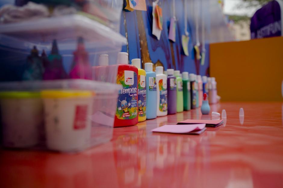 Pintura abstracta: espacio dedicado a la pintura swirl con máquinas de remolino. (Foto: Victor Xiloj/Soy502)