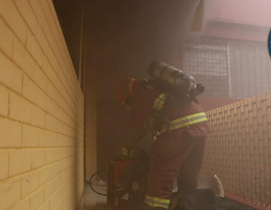 El fuego se inició en un apartamento del segundo nivel. (Foto: Bomberos Municipales)