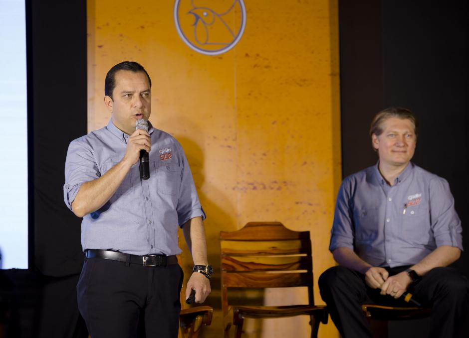 Ricardo Pontaza, gerente de marca Gallo, habló sobre las nuevas características de Gallo 502. (Foto: George Rojas/Soy502)