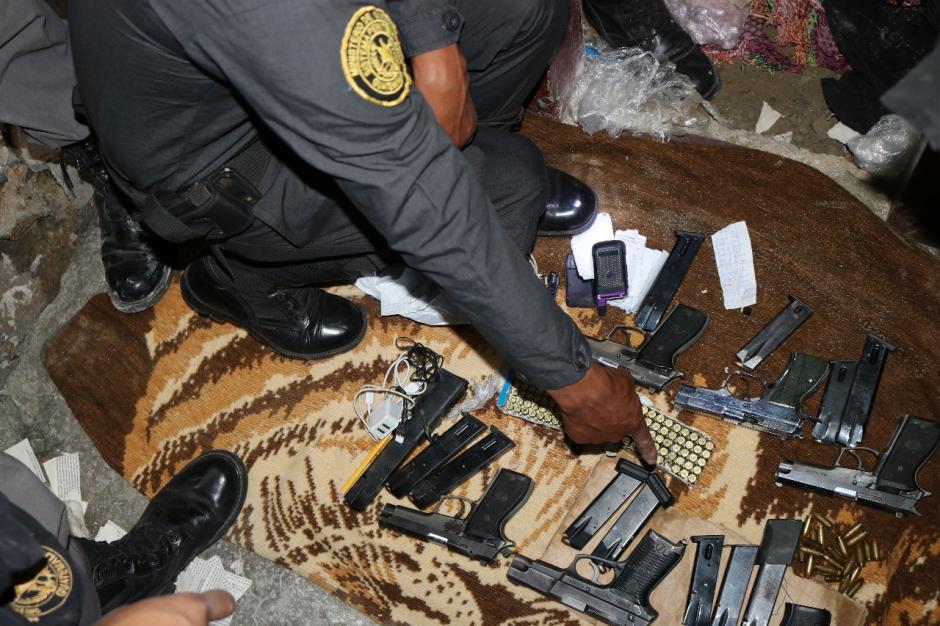 Al menos seis armas de fuego y 12 tolvas estaban ocultas en el interior de la cárcel. (Foto: DGSP)