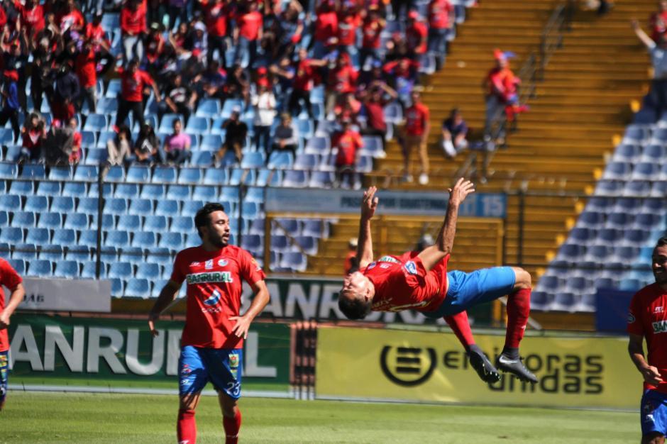 Con el gol de Pappa Municipal rescató un punto.  (Foto: Luis Barrios/Soy502)