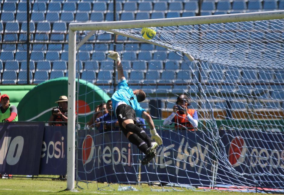 Así ingresó el balón a la portería de los Cremas. (Foto: Luis Barrios/Soy502)