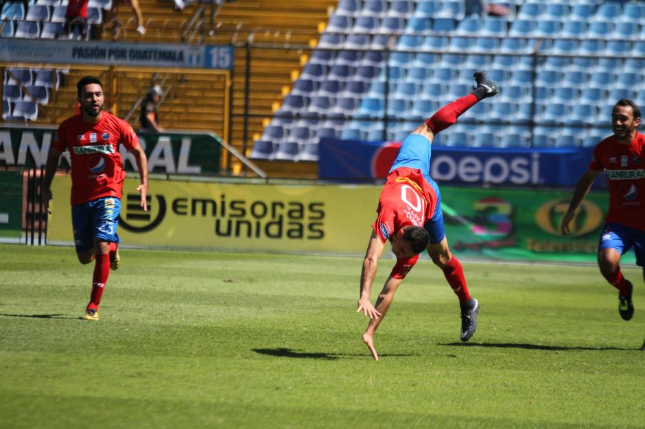 Marco Pappa se estrenó en el torneo con un golazo. (Foto: Luis Barrios/Soy502)