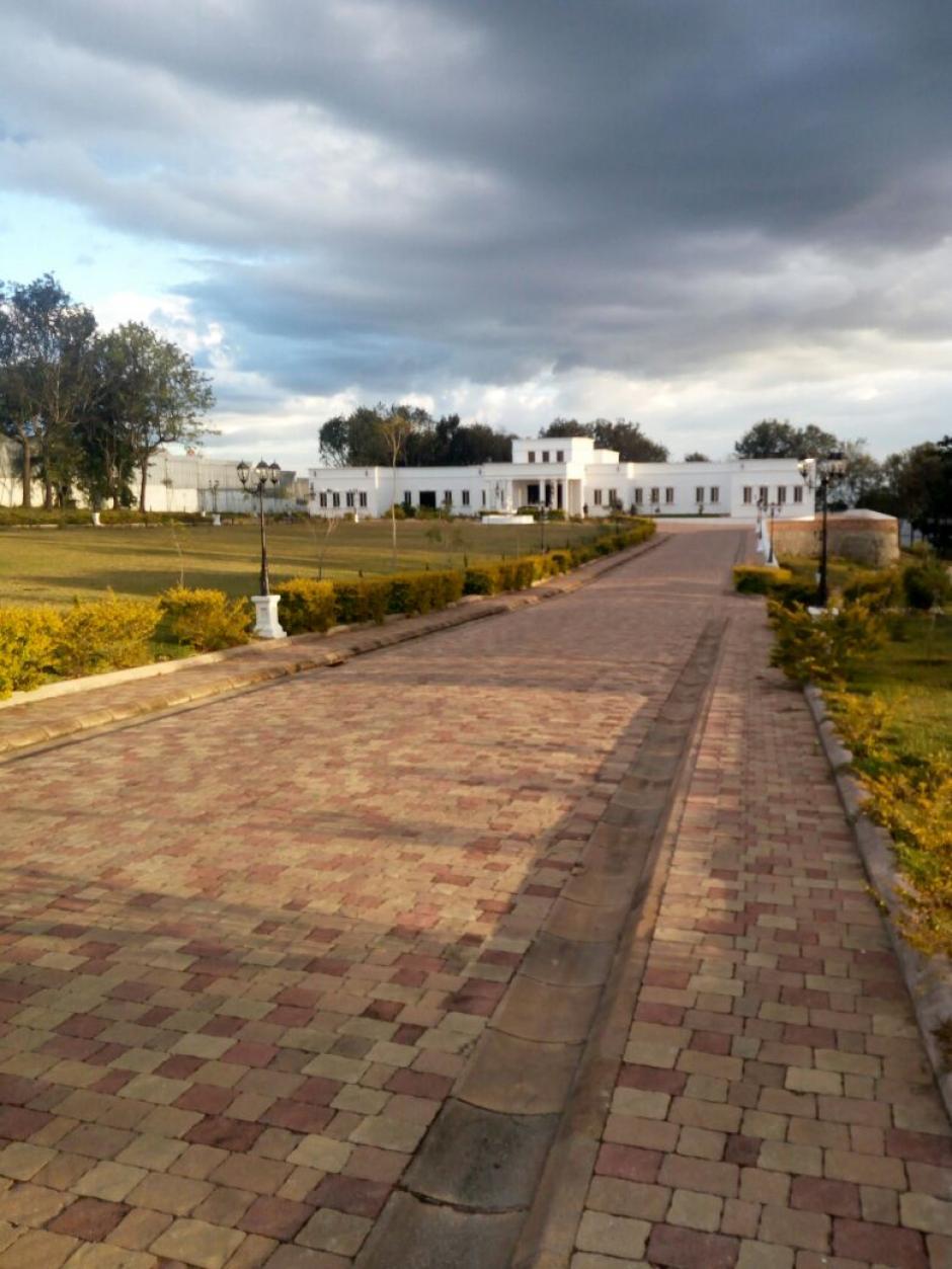 El camino a la propiedad es de losa. (Foto: Soy502)