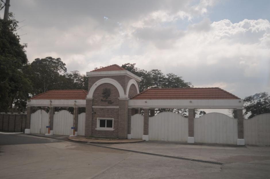 Esta es la entrada principal a la vivienda de Manuel Baldizón, la cual visitaba una o dos veces por semana. (Foto: Wilder López/Soy502)