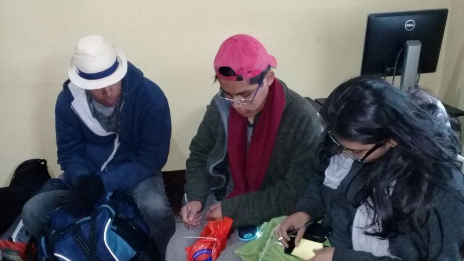 Pasaron la noche en el volcán y fueron rescatados por la mañana. (Foto: Bomberos Voluntarios)