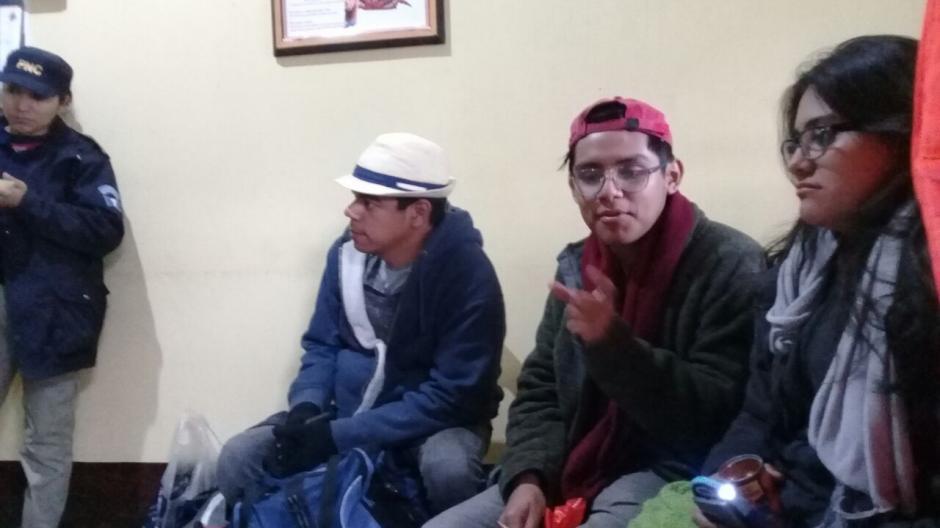 Los jóvenes se perdieron del camino y no supieron descender el volcán. (Foto: Bomberos Voluntarios)