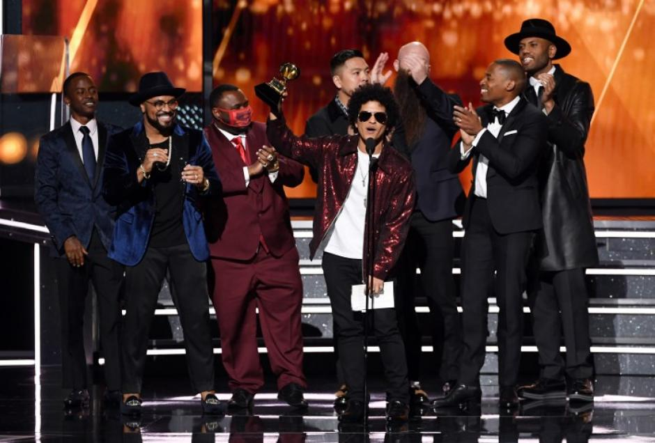 Bruno Mars fue el gran ganador de la noche. (Foto: AFP)