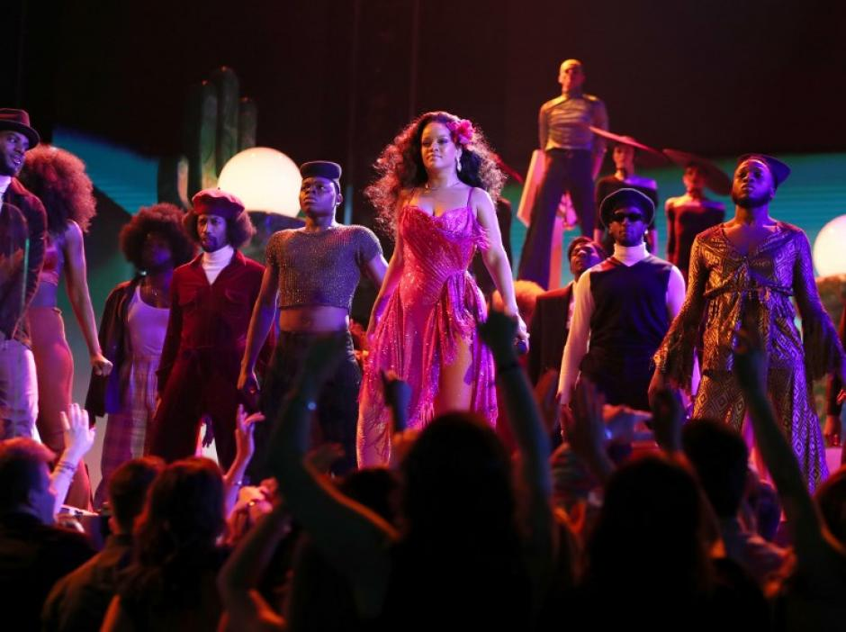 Rihanna luciendo sus mejores pasos de baile. (Foto: AFP)