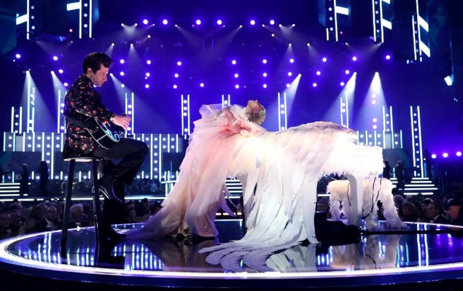 Lady Gaga fue la encargada de abrir la noche. (Foto: AFP)