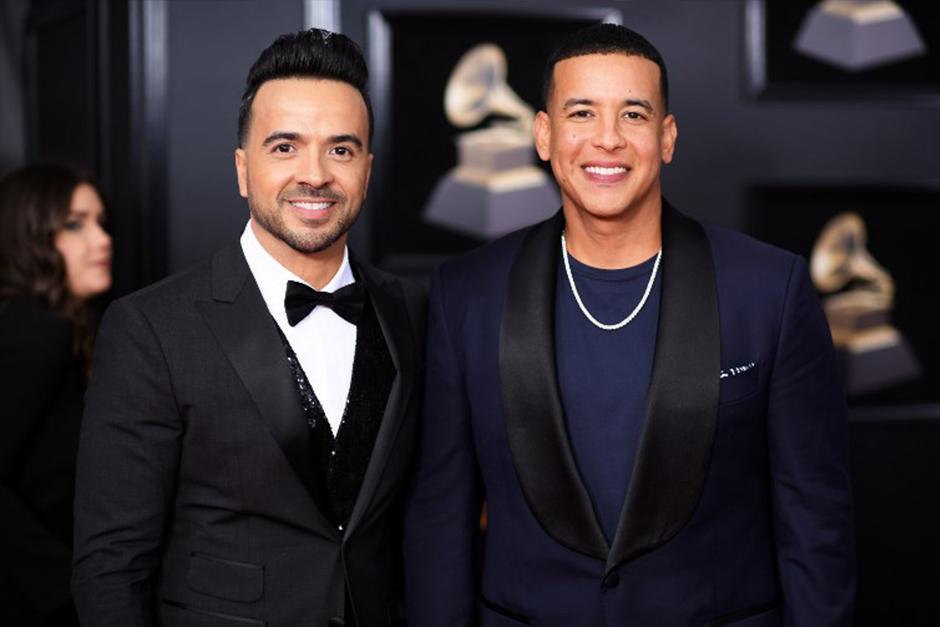 Los latinos Luis Fonsi y Daddy Yankee en la alfombra roja de los Grammy (Foto: AFP)