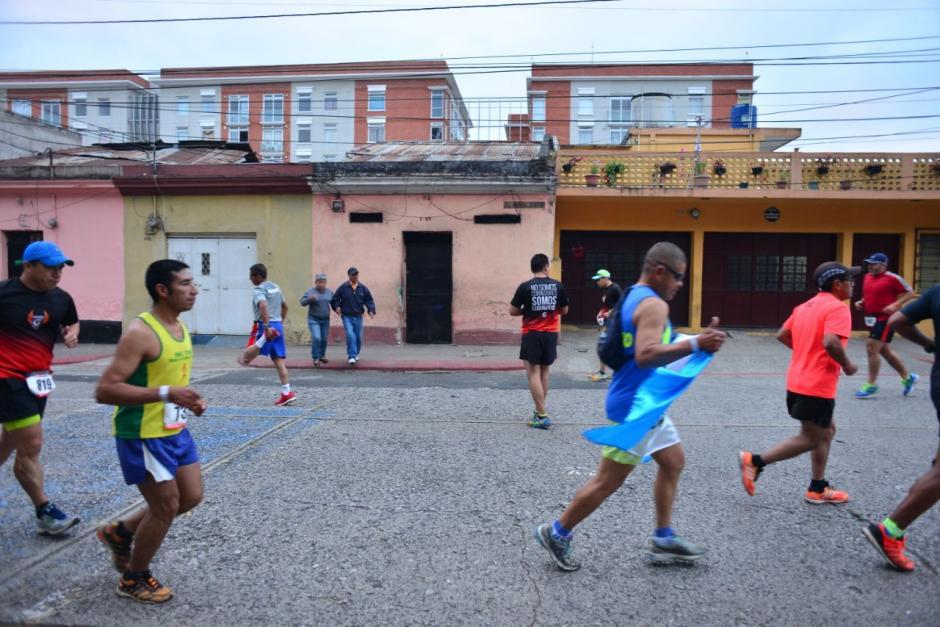 Algunos corredores durante la carrera Max Tott 2018. (Foto: Jesús Alfonso/Soy502)
