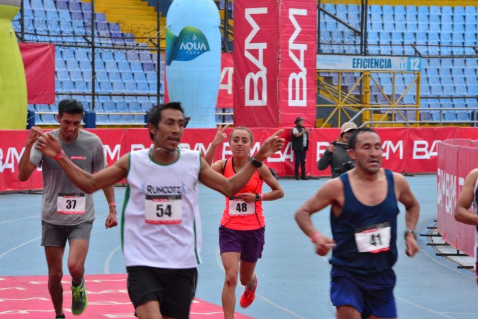 La guatemalteca Heidy Villegas llegó en segundo lugar en la rama femenina con tiempo de 1:20:19. (Foto: Jesús Alfonso/Soy502)