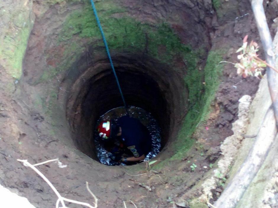 Así es el pozo donde cayó el perro. (Foto: Knal4 Quiché)