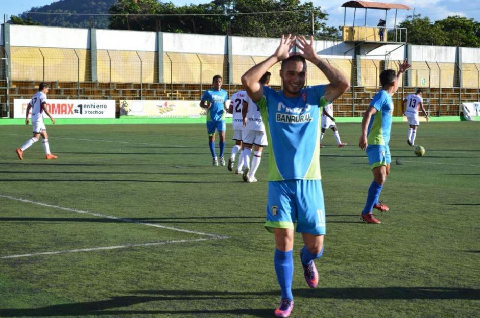 Yeltsin Eddy Caro Betancur está fuera del país desde enero y regresará en junio. (Foto: Deportivo Mixco)