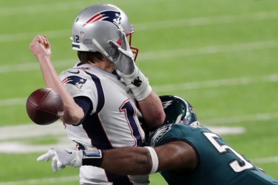 Por esta jugada será recordado Tom Brady en el Super Bowl LII. (Foto: AFP)