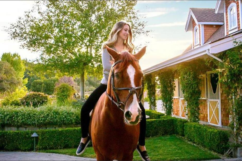 La equitación es una de las principales pasiones de Eve Jobs. (Foto: @evecjobs/Instagram)